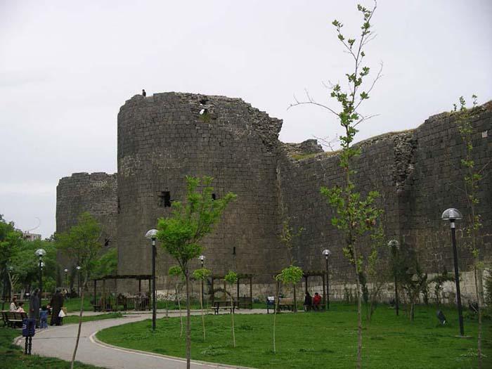Diyarbakir City Walls - Famous Walls
